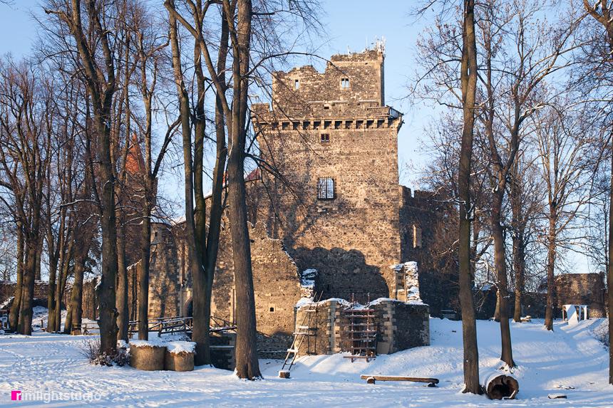 Zamek Grodziec zimą