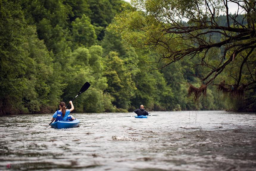 Można także spłynąć kajakiem doliną Bobru. To bardzo malowniczy odcinek rzeki między Nielestnem a Lwówkiem Śląskim.
