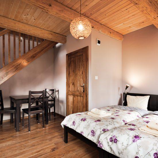 Sypialnai dolna w apartamecie Bera Biała