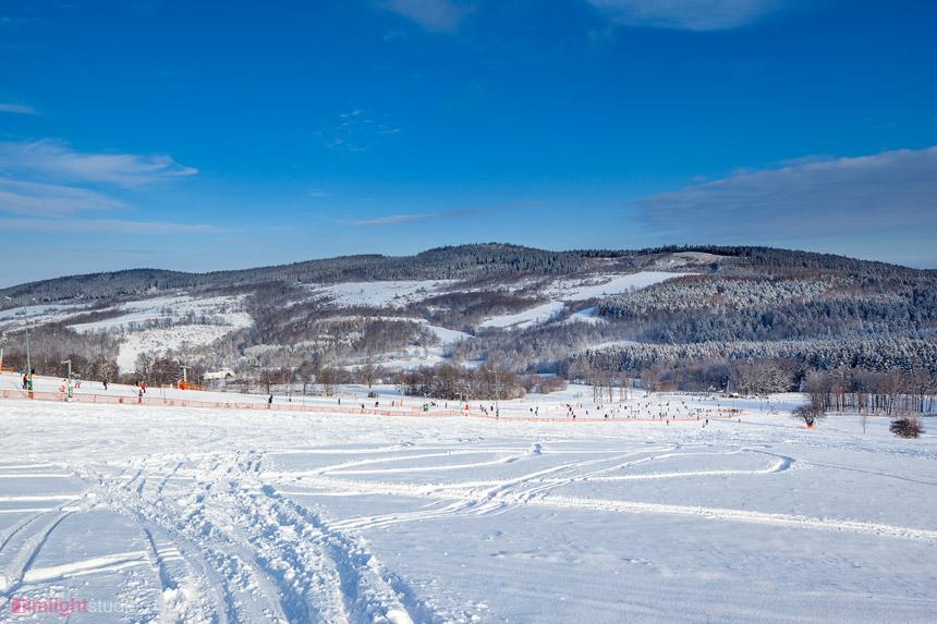 Widok na Okole ze stoku narciarskiego Łysa Góra